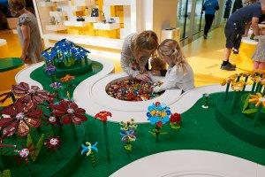 A81 Highres Legohouse Flowerartist  78